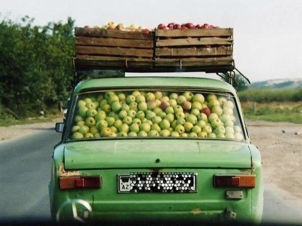 машина с яблоками