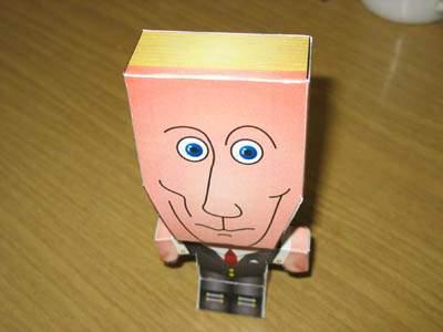 Фото: Путин из бумаги