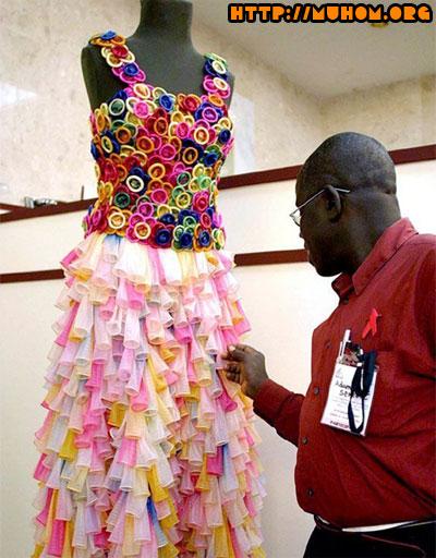 Платье из гондонов