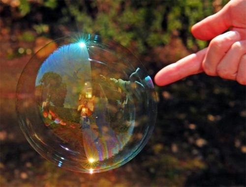 Как лопаются мыльные пузыри