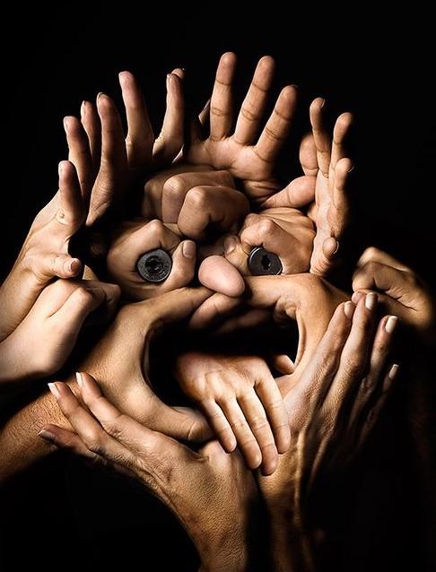 Лицо из рук