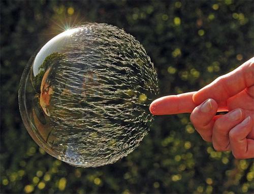 Фото: Как лопаются мыльные пузыри