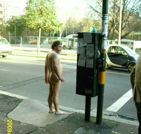 Стою, ловлю такси